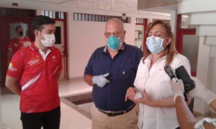 Gobernadora del Valle entrega ayudas a periodistas independientes en crisis de coronavirus