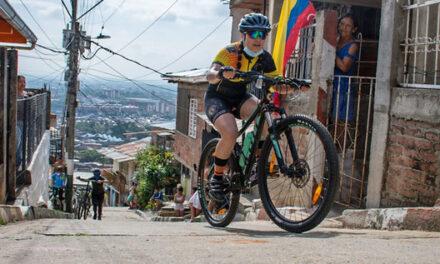 En medio de una rodada por Siloé, ciclistas caleños pidieron respeto por la vida