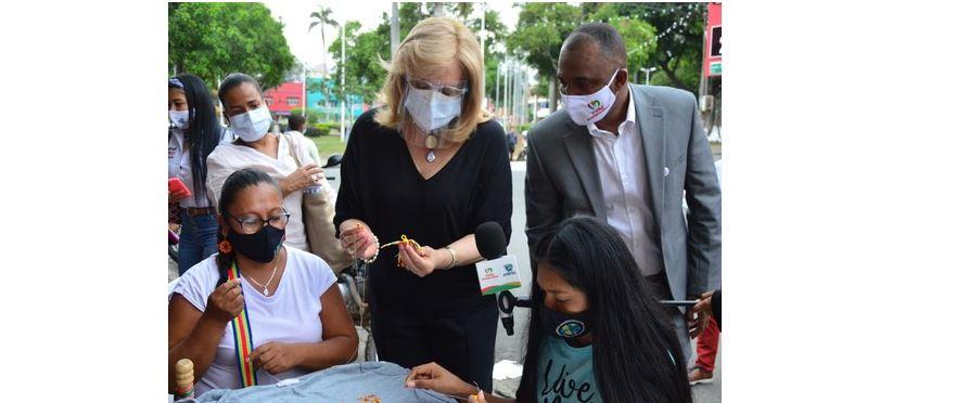 Indígenas que elaboran suvenires de los Juegos Panamericanos Junior agradecen apoyo a Clara Luz Roldán