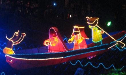 El alumbrado caleño cuenta sus historias al iluminar la vida y las navidades de todos y todas