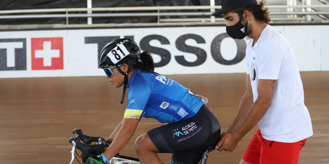 Fernando Gaviria visitó el campamento de ciclismo de pista en Cali