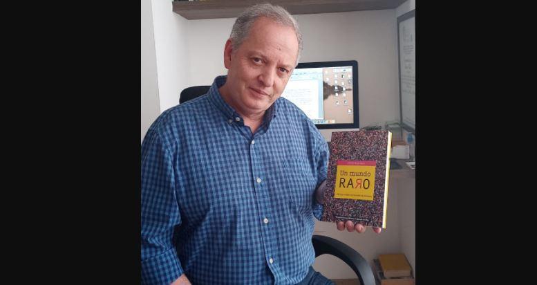 'Un Mundo Raro' es el libro que lanza el periodista Álvaro Vélez